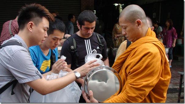 bangkokmonks01_thumb